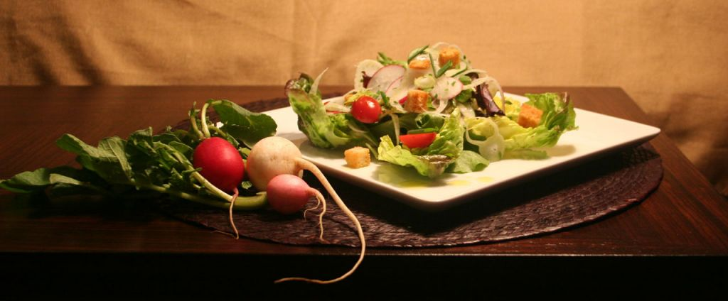 Bistro Toulouse. Salad and fresh vegatables.
