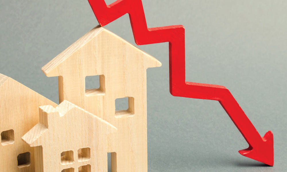 Illustration for housing market:  interest rates drop